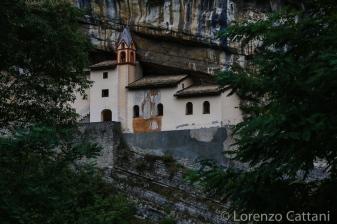 L'eremo di San Colombano, è un luogo eremitico situato nel comune di Trambileno, a 3 chilometri da Rovereto, sulla statale per Vicenza. Si raggiunge percorrendo a piedi un breve sentiero ed una scalinata di 102 gradini, scavati direttamente nella roccia. L'eremo è costruito a mezza altezza su uno strapiombo di circa 120 metri. Protetto dalle intemperie da un tetto naturale di roccia è dedicato al Santo che, secondo la leggenda, in veste di giovane cavaliere uccise il drago che provocava la morte di bambini battezzati nelle acque del sottostante torrente Leno. L'eremo sembra essere stato abitato sin dal 753; la data di costruzione della chiesetta e dell'annesso romitorio risale al X secolo.