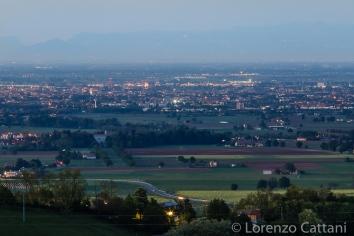 Veduta di Parma da Barbiano. Si possono distintamente notare i campanili del Duomo e di San Giovanni, il Battistero e la torre dell'orologio del Palazzo del Governatore.