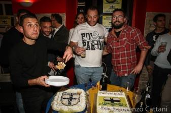 24/11/2015 - festa Parma Club Cuore Crociato. Lauria intento ad impiattare la torta.