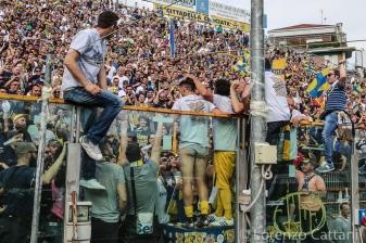 17/4/2016 - Parma - Delta Rovigo 2-1. L'invasione di curva.