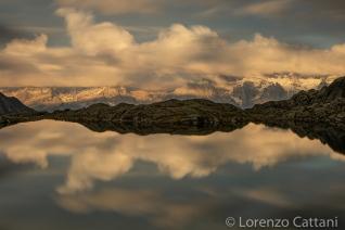 Il Lago Nero, nell'alta Val Nambrone, con le cime delle Dolomiti di Brenta, che si specchiano al tramonto.